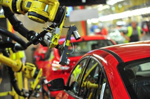 Üretim robotu fabrikada işçi öldürdü