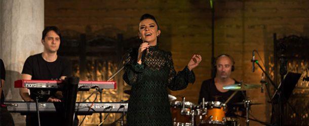 Fatma Turgut şarkılarını fizy'ye özel söyledi