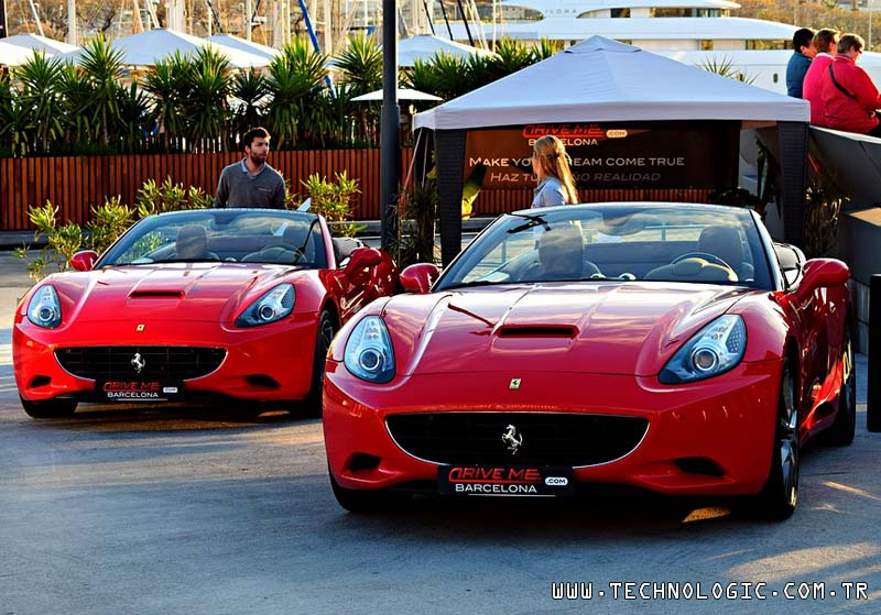 kırmızı otomobil